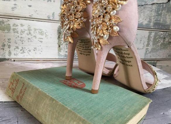 recibio zapatos de regalo de su madre fallecida
