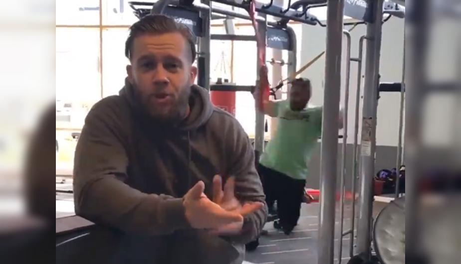 Entrenaba a un hombre en el gimnasio, lo distrajeron y ocurrió lo peor