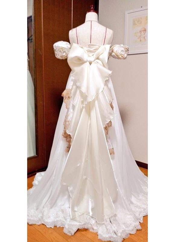 Fan de Sailor Moon  diseña el vestido de Serena para la boda de su mejor amiga