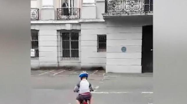 Madre asegura haber captado un fantasma mientras grababa a su hijo