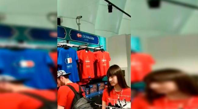 Hincha peruana acude a tienda oficial de FIFA en Rusia y se llevó gran sorpresa
