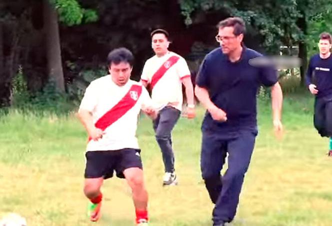 Hinchas peruanos y franceses juegan su propio Mundial y este fue el resultado