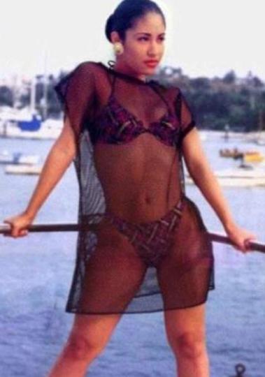 Selena Quintanilla opaca con sus 'atributos' a sus imitados JLo y Kim Kardashian