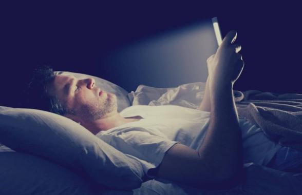 Luz de las pantallas generan arrugas y otras consecuencias peligrosas en la piel, según la ciencia
