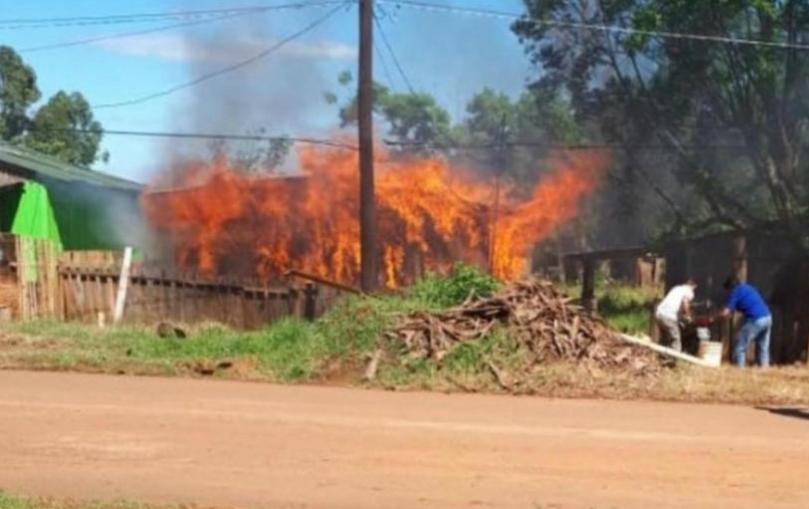 Amigo le incendió su casa tras discutir sobre la final entre Boca Juniors y River Plate