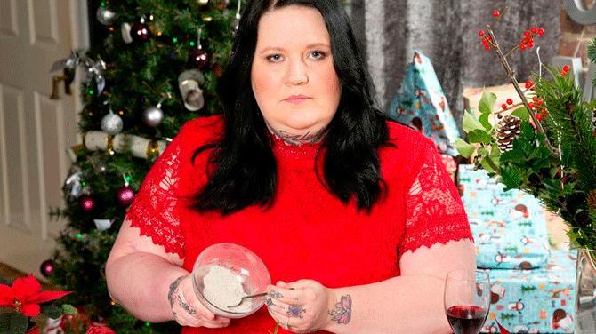 Mujer cenará las cenizas de su madre en navidad