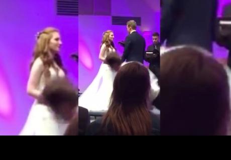 Padrino de boda se quedó dormido durante el sermón y su caída se volvió viral