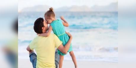 Los hombres se vuelven más cariñosos con la llegada de una hija, según estudio