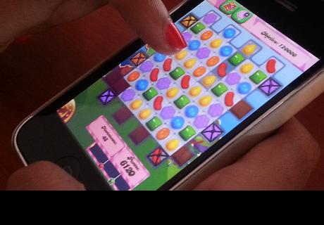 Mujer se queda sin trabajo por jugar Candy Crush