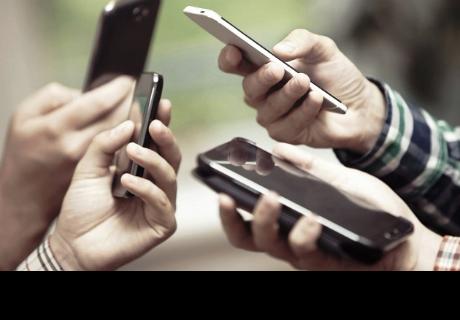 Jóvenes que pasan más tiempo frente al celular son más infelices, según estudio