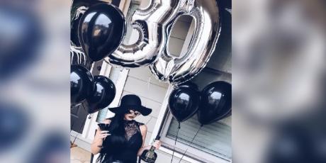 Mujer celebró sus 30 años con un 'funeral' y se vuelve viral en la red