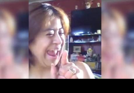 Viral: 'Profesora' arrasa en redes sociales por peculiar estilo para enseñar inglés