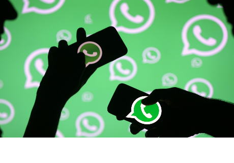 Joven revisa el whatsApp de su novia y descubre algo asombroso