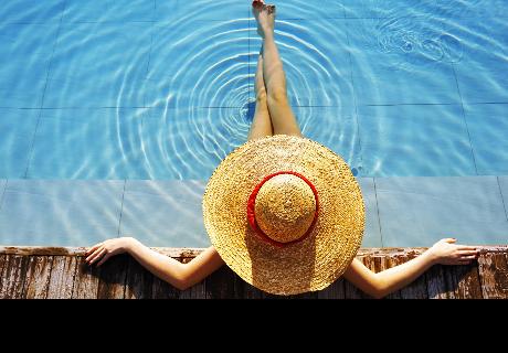 Joven quiso tener una foto artística en la piscina, pero su madre la arruinó [FOTO]