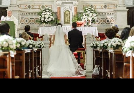 Pareja de esposos pasan vergüenza por cruel broma el día de su matrimonio