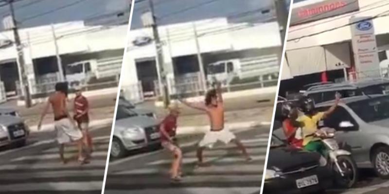 Jóvenes bailan en medio de la pista, pero motociclista les roba el show