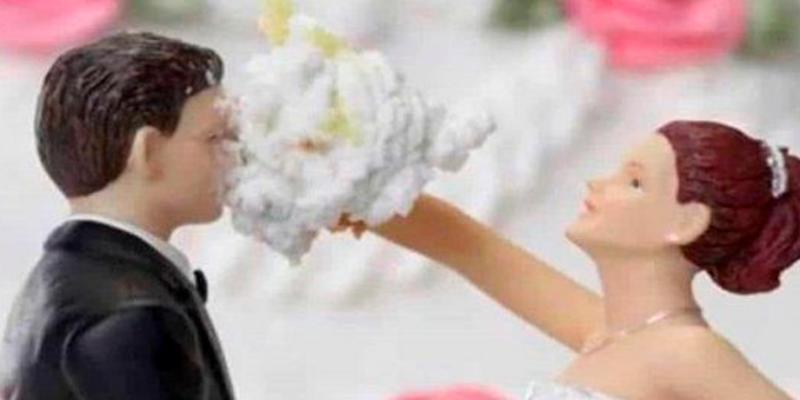 Pareja se divorcia a los tres minutos de casarse tras burla del esposo