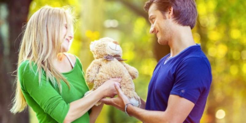 Tienda ofrece descuentos si llevas los regalos de tu ex por el día de San Valentín