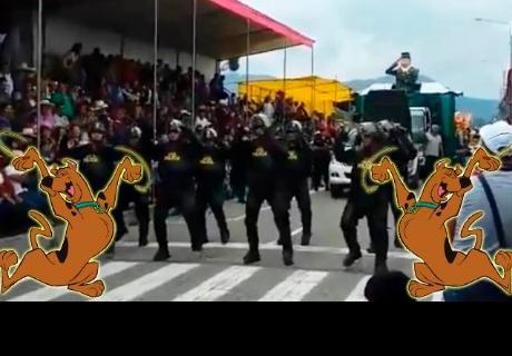 Policías causan sensación con coreografía de 'Scooby Doo PaPa' en carnaval cajamarquino