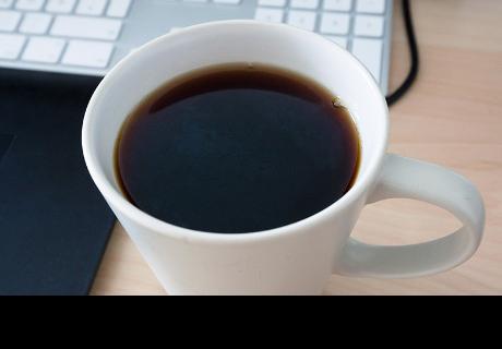 Por qué siempre deberías aceptar una taza de café en una entrevista laboral