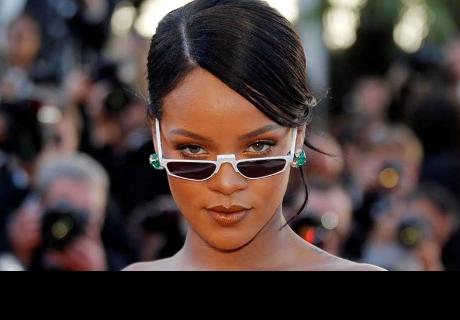 Confunde a su clienta con Rihanna y los internautas se burlan de ella