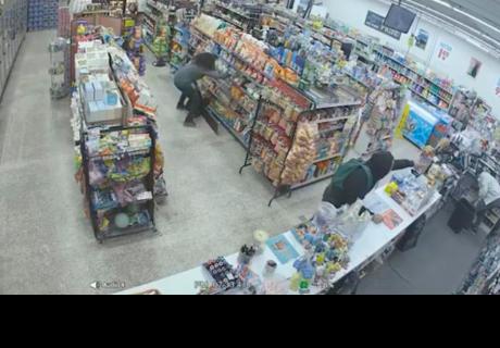 Ladrones robaban en una tienda y terminaron siendo los héroes del dueño [VÍDEO]