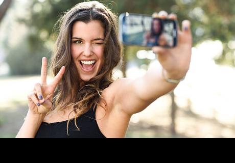 Esto dice la ciencia sobre las personas que les encanta los selfies