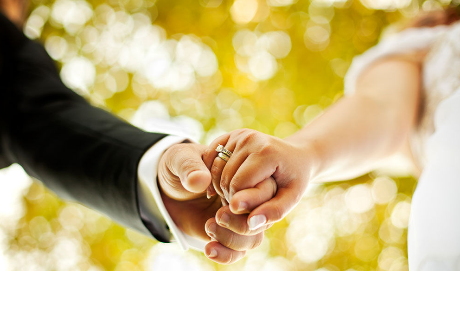 Novio pide matrimonio en panel publicitario
