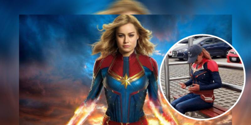 Captan a la 'Capitana Marvel' esperando el bus en calles limeñas