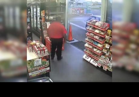 Llegaron para robar tienda y trabajador reacciona de la forma más increíble