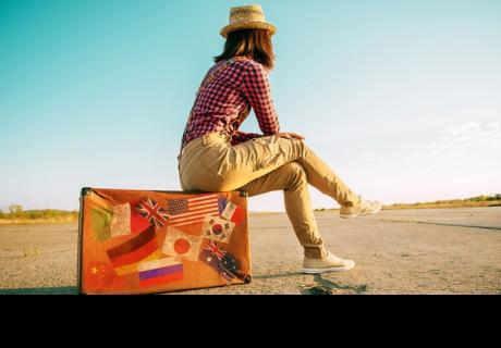 Viajar te daría más felicidad que casarte y tener hijos, la ciencia lo dice