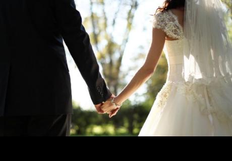 Mujer hace lo impensado para que su esposo cambie su estado civil en su DNI