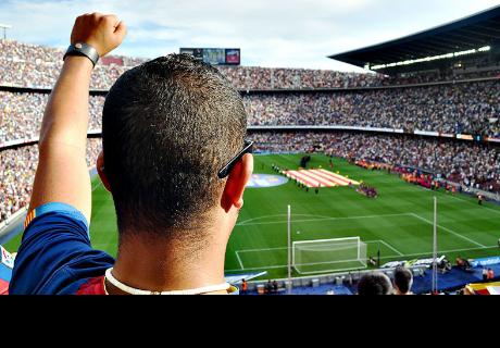 Futbolista enfurecido olvida el balón y lanza una laptop durante un partido en Uruguay