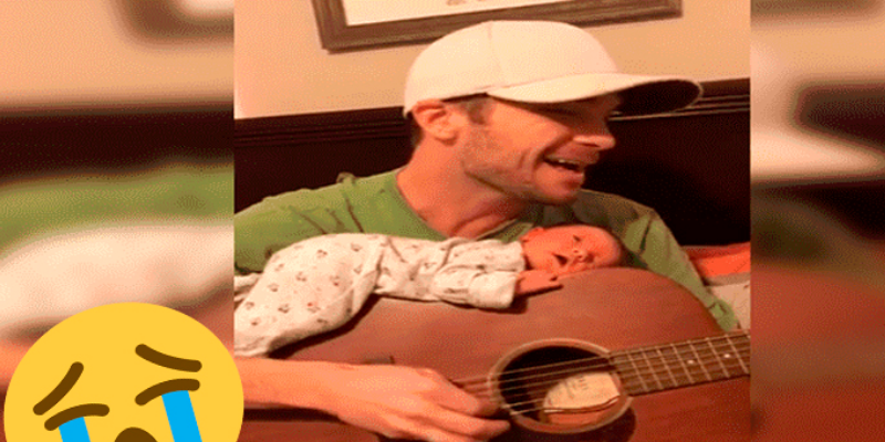 Joven músico le dedica emotivo tema a su bebé mientras él duerme sobre la guitarra