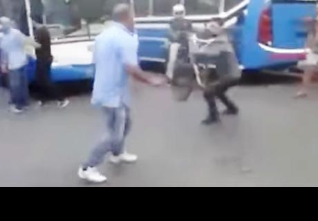 Discusión entre conductores de autobuses y ciclistas termina en una gigantesca pelea en Argentina