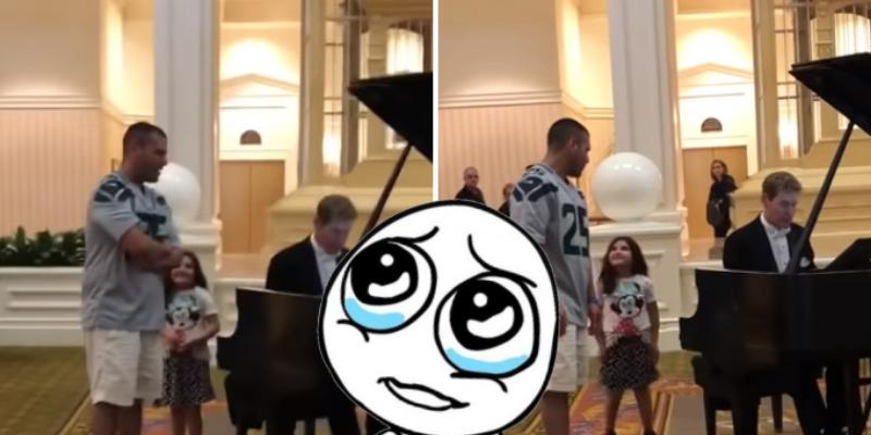 Le pide a su papá que cante en pleno Disney World y pequeña queda impresionada