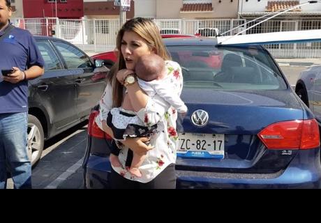 Mujer deja a su bebé en auto y causa indignación en la red