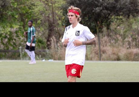 Justin Bieber reacciona con furia contra un fan argentino que lo quiere fotografiar