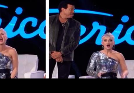 A Katy Perry se le rompen los pantalones en pleno programa y hace lo impensado
