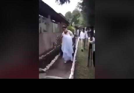 Mujer estaba hermosa en el día de su matrimonio, pero nadie imaginó ver al novio así