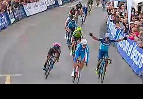 Ciclista ecuatoriano celebró antes de cruzar la meta y perdió la carrera