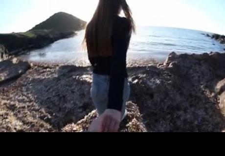 Grababa a su novia y lo que hizo al final del vídeo ha causado indignación en la red