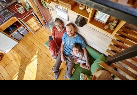 Gracias a un tutorial de YouTube pareja pudo construir su propia casa