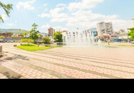 Google Maps: buscó parque en Colombia y halló a atrevida pareja haciendo esto al aire libre