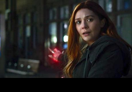 Elizabeth Olsen se queja de su escote en 'Avengers: Infinity War'