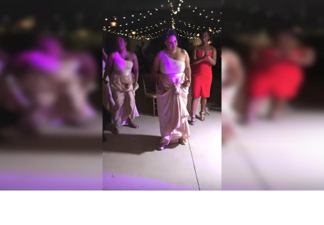 Le dijo a su dama de honor que baile, pero ella sorprendió a todos haciendo lo impensado