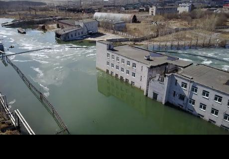 Así está siendo una ciudad fantasma rusa 'tragada' por la tierra