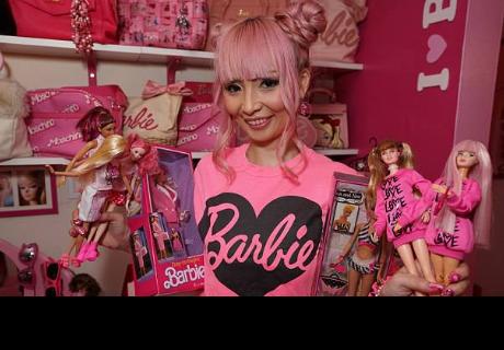 Mujer gasta 80 mil dólares para vivir al mismo estilo que su muñeca Barbie