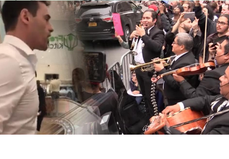 Abogado que humilló a latinos recibió mariachis frente a su casa