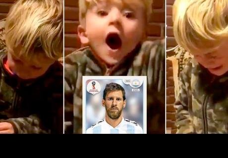 Mira la increíble reacción de un niño al encontrar la figurita de Lionel Messi